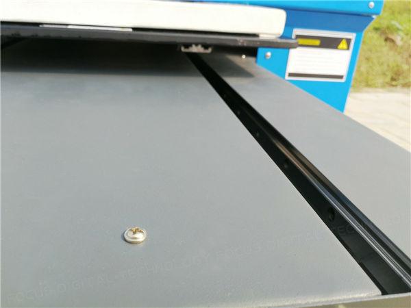 4. મશીન સ્થિર કામ કરવા માટે ખાતરી કરવા માટે પ્લાસ્ટિક કાર્ડ પ્રિન્ટરની કીલ તરીકે બનાવેલી ટેકન એલ્યુમિનિયમ પ્રોફાઇલ.